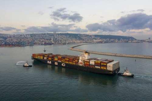 Un buque de carga de los Emiratos Árabes Unidos llega…