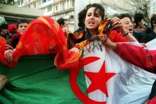 Las mujeres argelinas presionan por más derechos durante un torneo…