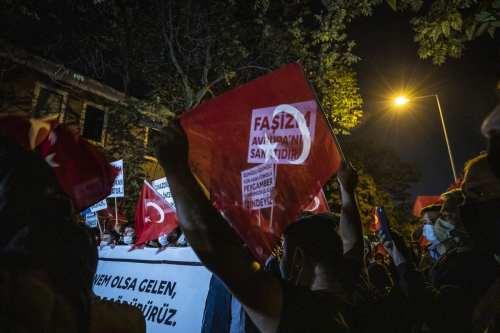 """Turquía emprenderá acciones legales contra Francia por """"racismo y odio…"""