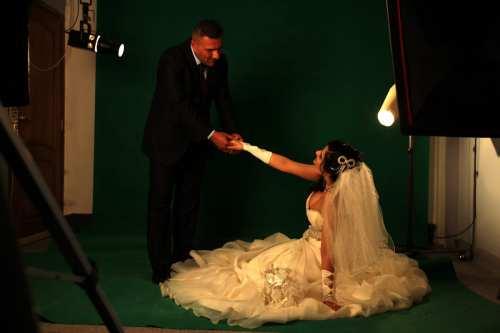 Un banco iraquí ofrece préstamos de 8.400 dólares para casarse…