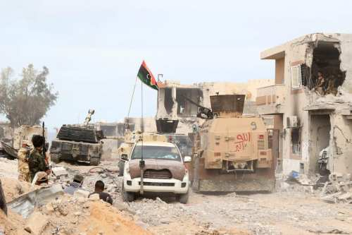 """Ejército de Libia: """"Wagner y mercenarios Janjaweed cavan trincheras en…"""