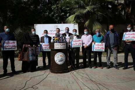 Los palestinos protestan en solidaridad con los prisioneros palestinos detenidos en las cárceles israelíes, 4 de noviembre de 2020 [Mohammed Asad/Middle East Monitor]