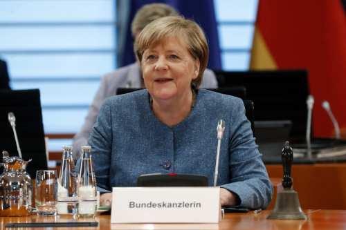 """Merkel: """"Los líderes europeos examinarán el futuro de las relaciones…"""