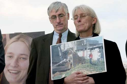 El presidente Abbas otorga a la activista estadounidense Rachel Corrie…