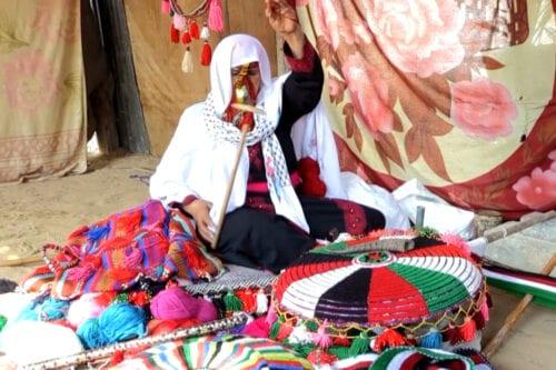 Beduinos palestinos mantienen viva la tradicion de tejer