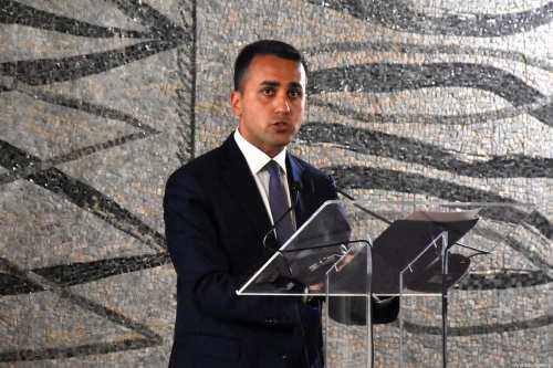 Italia bloquea la venta de armas a Arabia Saudí y…