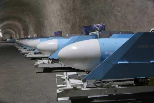 Irán revela una base de misiles en el Golfo Pérsico…