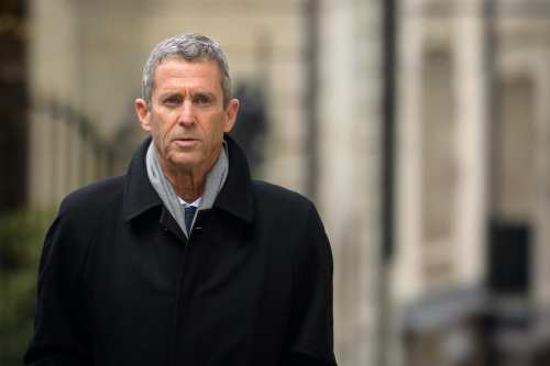 Un magnate minero israelí comparece ante un tribunal suizo por…