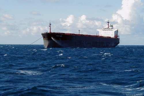 Los guardacostas indonesios incautan petroleros iraníes y panameños