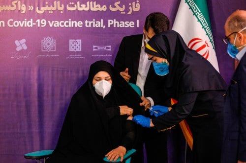 Irán prohíbe la importación de las vacunas Covid-19 de EE.UU.…