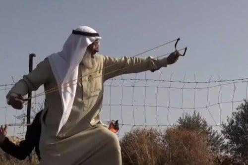 El anciano palestino que resiste la ocupación israelí con su…