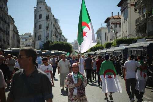Miles de personas protestan en Argelia en apoyo a Hirak