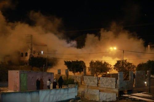 4 niños sin hogar tras la demolición por parte de…