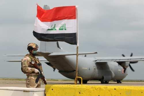 Cohetes impactan en la base militar iraquí que acoge a…