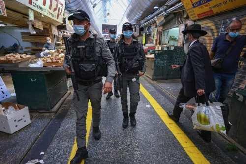 Los soldados israelíes impiden la reapertura de las tiendas palestinas…