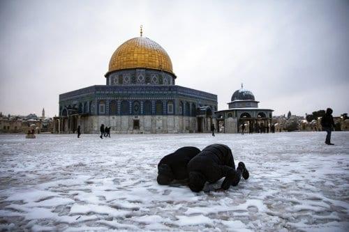 Un manto de nieve cubre Cisjordania, mientras Gaza se ve…