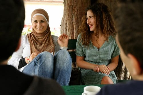 Encuesta: La mayoría de los jóvenes israelíes odian a los…
