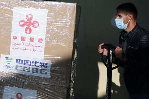 La población palestina recibe la vacuna COVID-19 donada por China