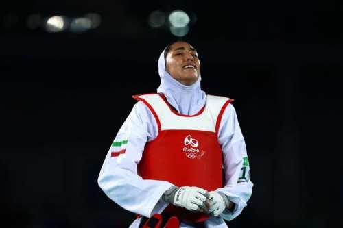 La única medallista olímpica iraní competirá bajo bandera blanca en…