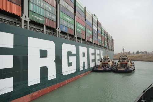 Oficial: El tráfico en el Canal de Suez vuelve a…