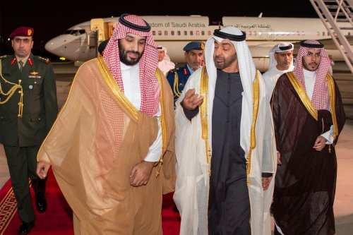 Arabia Saudí y Emiratos Árabes Unidos compiten por lograr inversores…