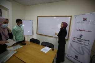 1.389 candidatos se presentan en 36 listas en las elecciones de Palestina [Mohammed Asad/Middle East Monitor].