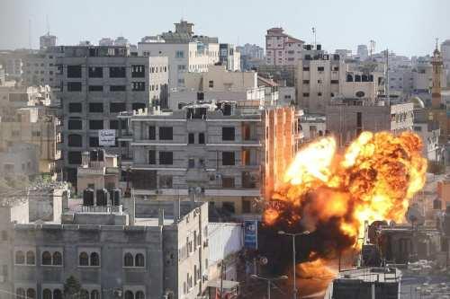 Los ataques israelíes destruyen 40 vías y cruces en Gaza