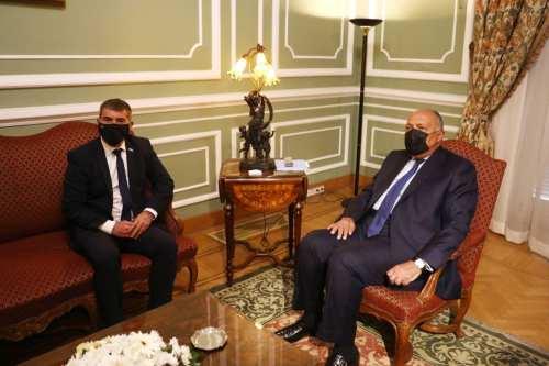 El ministro de Asuntos Exteriores israelí visita Egipto para conversar…