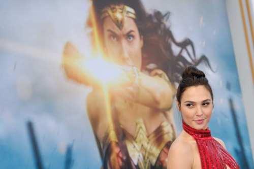 La estrella de Wonder Woman, Gal Gadot, es criticada por…