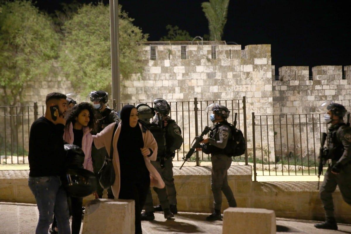 Israeli forces arrest Palestinian 5