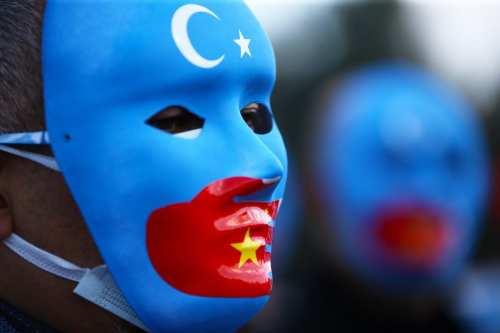 China: Paneles solares con esclavos uigur