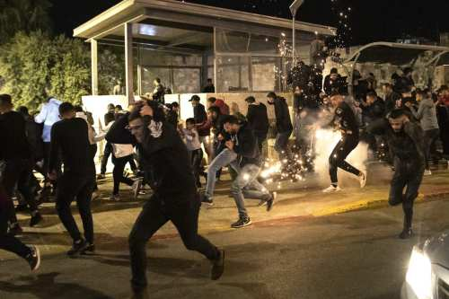 Extremistas israelíes lanzan ataques contra los árabes en las ciudades…