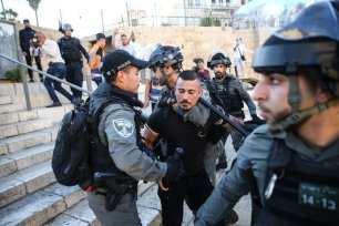 Los palestinos organizan una manifestación en la Puerta de Damasco de la Ciudad Vieja para protestar contra las blasfemias de los colonos judíos contra el profeta Mohamed, el 19 de junio de 2021 en Jerusalén [Mostafa AlkharoufAgencia Anadolu].