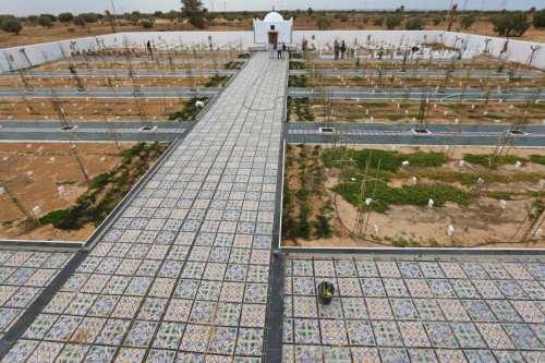 Un artista argelino construye un cementerio para honrar a los…
