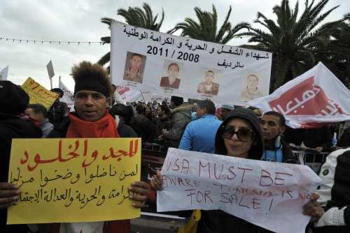 Túnez: Las víctimas de los antiguos regímenes exigen indemnizaciones