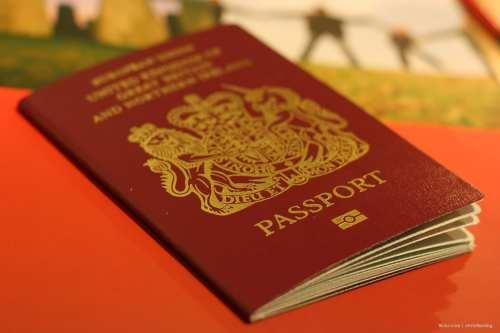 """El Reino Unido incluye en su pasaporte """"territorios palestinos ocupados""""…"""