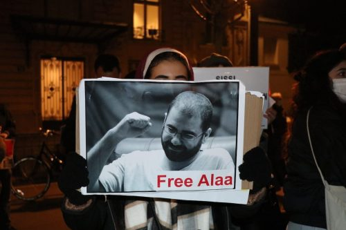 "Alaa Abdelfattah ""vive con la muerte"" en las cárceles de…"