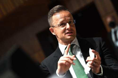 El ministro de Asuntos Exteriores de Hungría pide a la…
