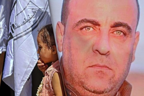 La AP se disculpa por el asesinato del activista Nizar…