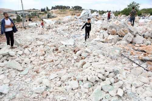Israel derriba los hogares de los beduinos y confisca sus…