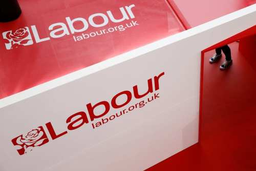El Partido Laborista británico reincorpora a un polémico miembro acusado…