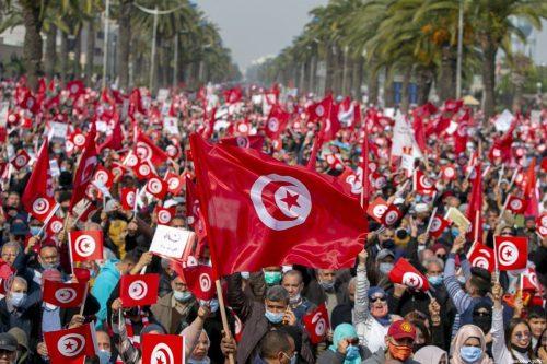"""A diferencia de los laicos, los """"islamistas"""" de Túnez eran…"""