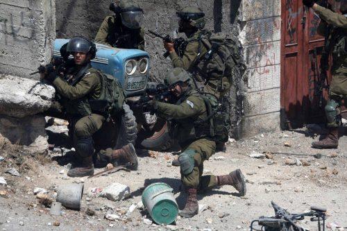 Las tropas israelíes matan a disparos a un palestino durante…