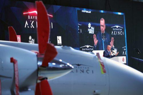 Irak estudia comprar drones, helicópteros y material militar turco