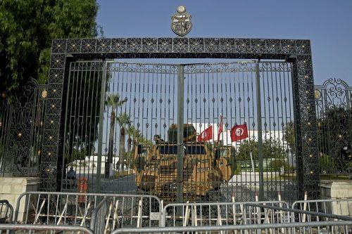 Túnez está en una encrucijada, abolir la democracia no es…
