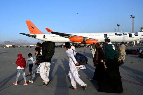 Siete personas mueren atropelladas cerca del aeropuerto de Kabul