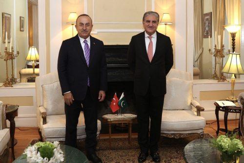 El ministro de Asuntos Exteriores de Turquía y Pakistán debaten…