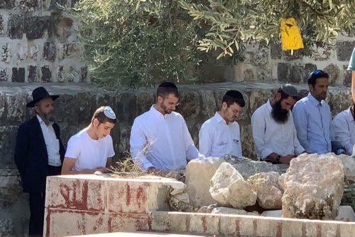 Decenas de colonos israelíes irrumpen en el complejo de Al-Aqsa