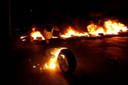 Los palestinos salen a la calle en apoyo de los…