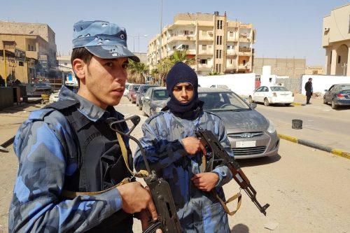 Las fuerzas de Haftar se enfrentan a los rebeldes de…